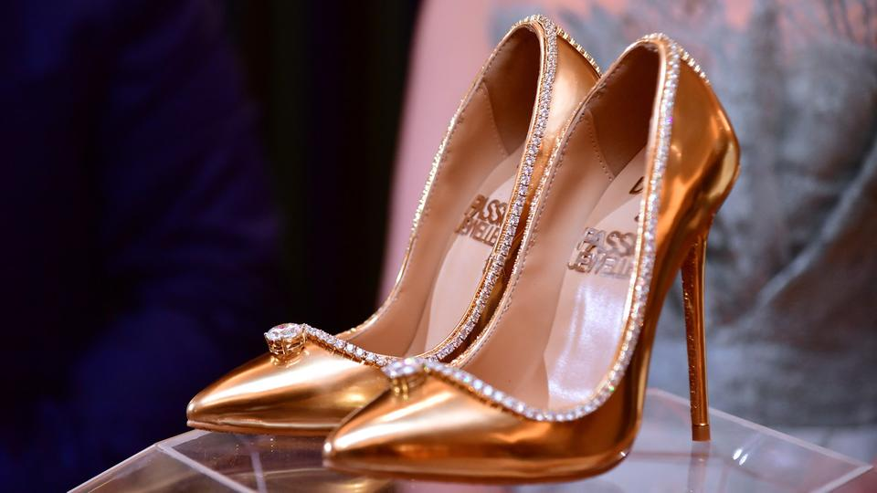 تاجر مجوهرات في دبي يعرض حذاء مرصعا بالألماس مقابل 17 مليون دولار   اقتصاد مال و اعمال السوريين